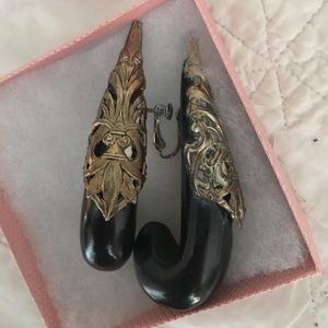 Jewelry - Vintage clip on earrings -make a statement